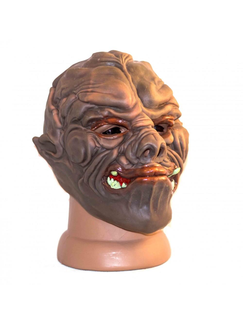 u-chernvtsyah-lateksnie-mask