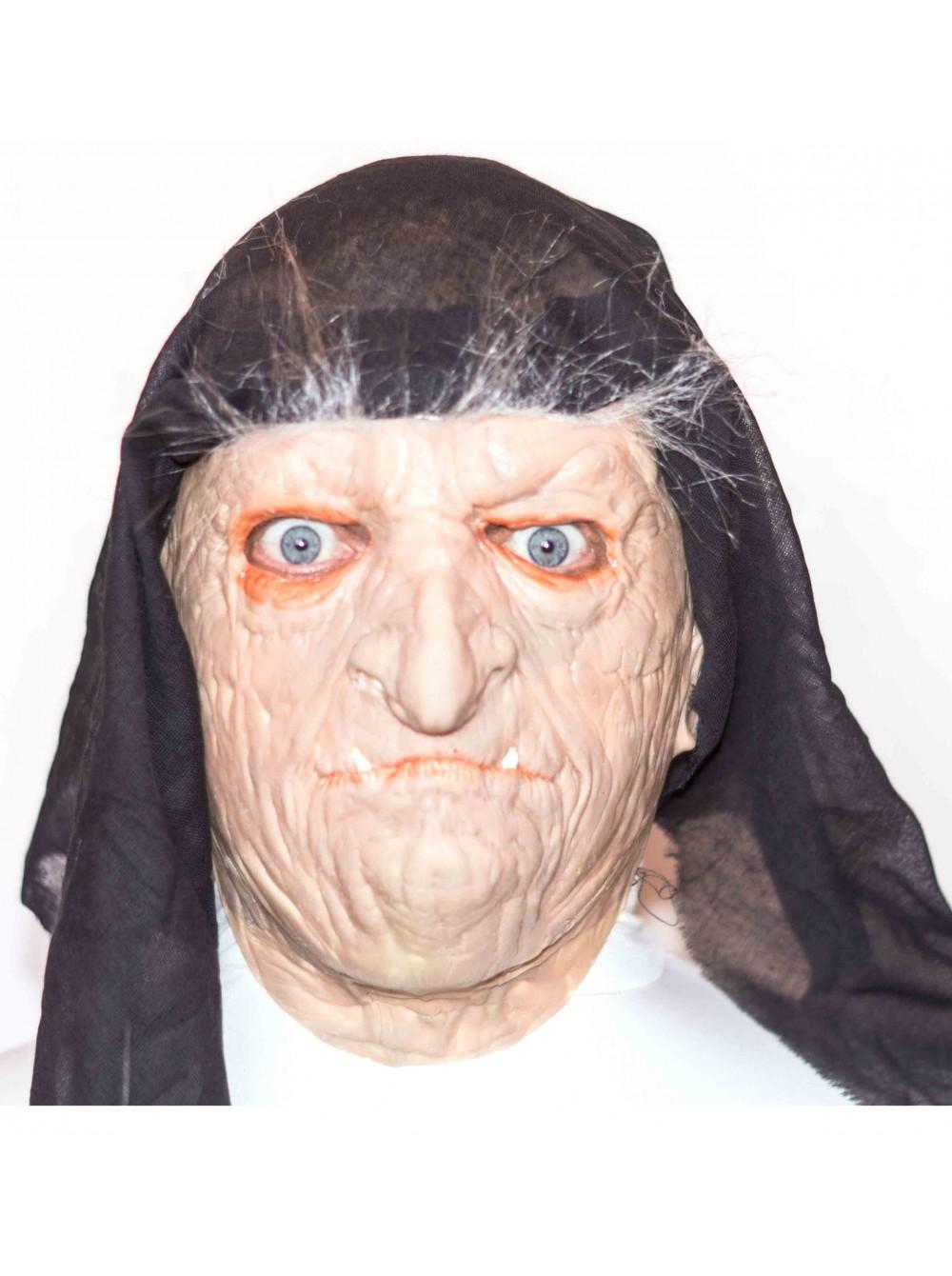 telka-primeryaet-masku-iz-lateksa